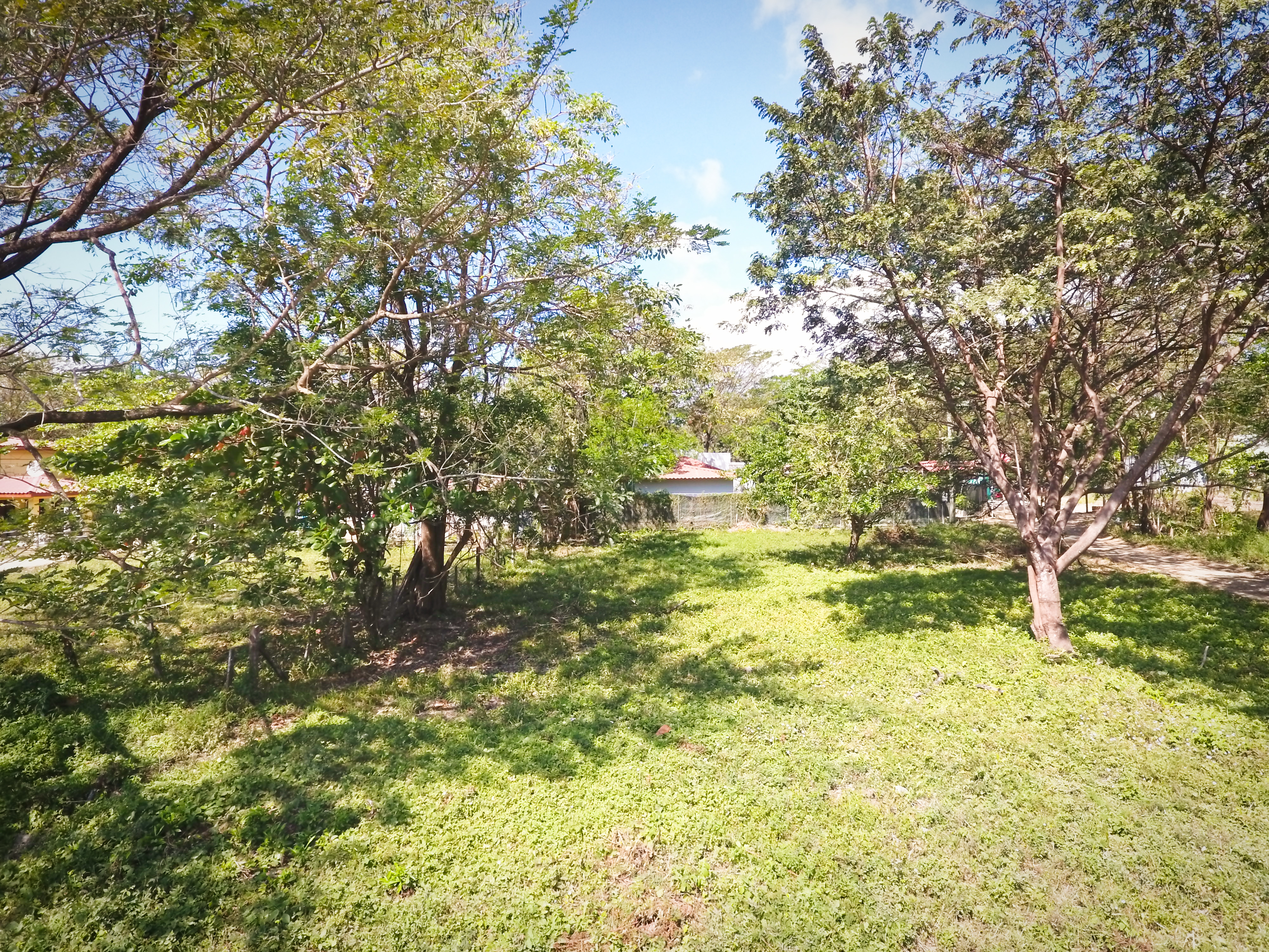 Large lot close to beach